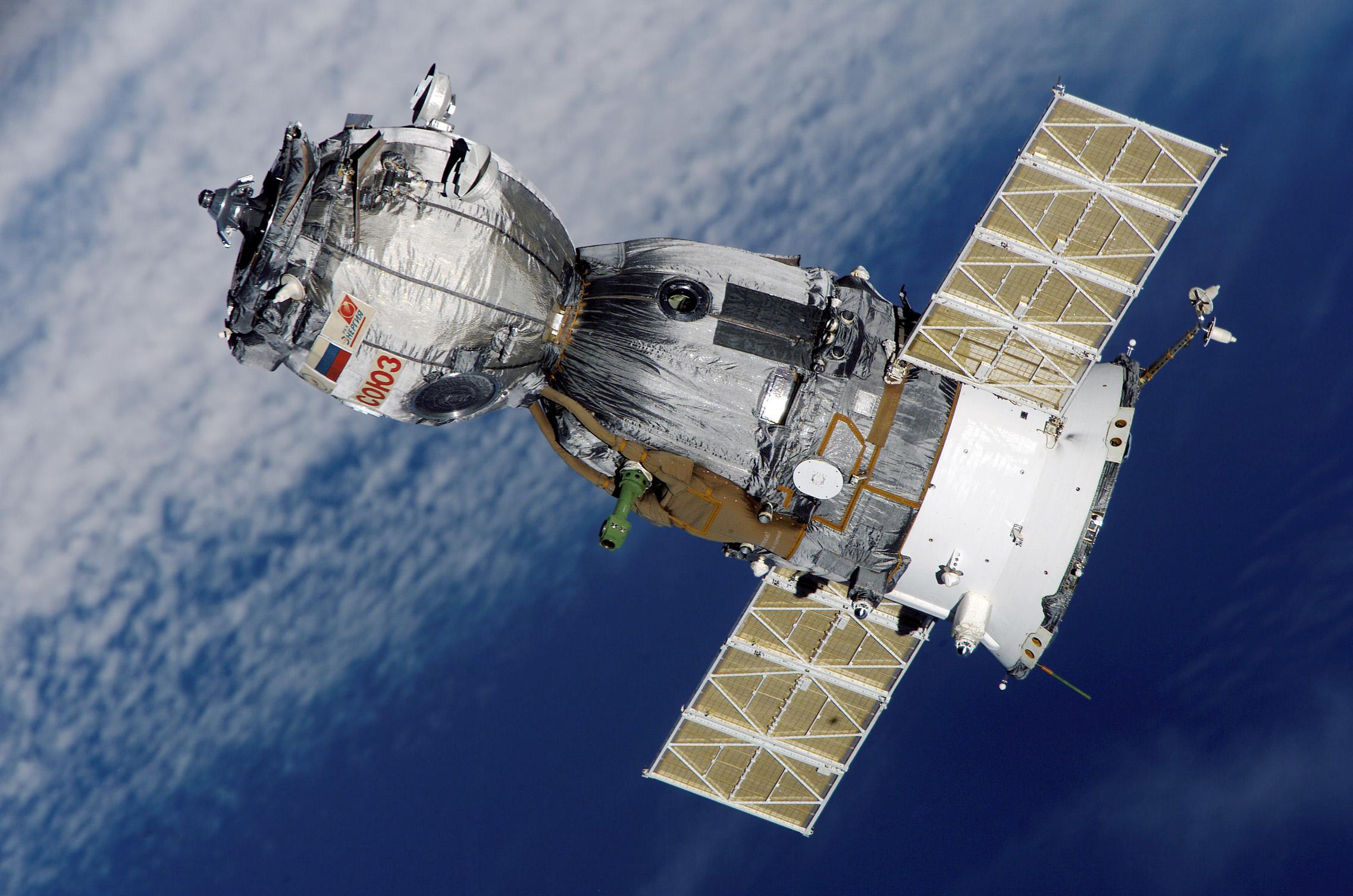 Soyuz_TMA-7_spacecraft2edit1